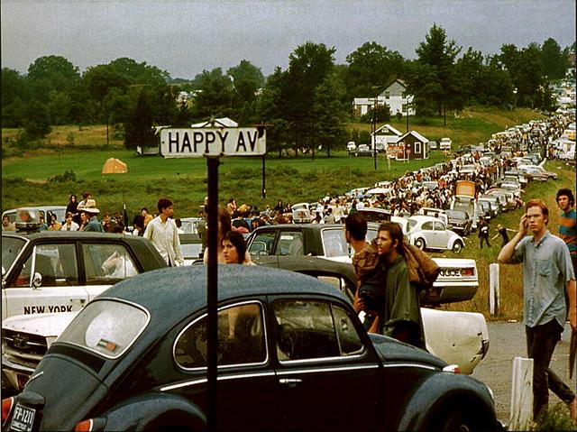 Happyavevwbugwoodstockfestival69M