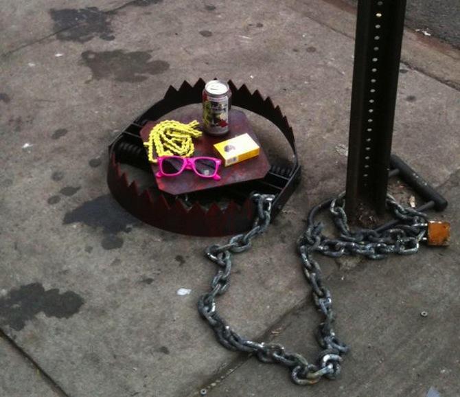 Street_art_hipster_trap_1